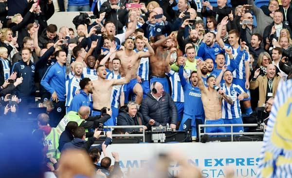 Albion players celebrate promotion to the Premier League