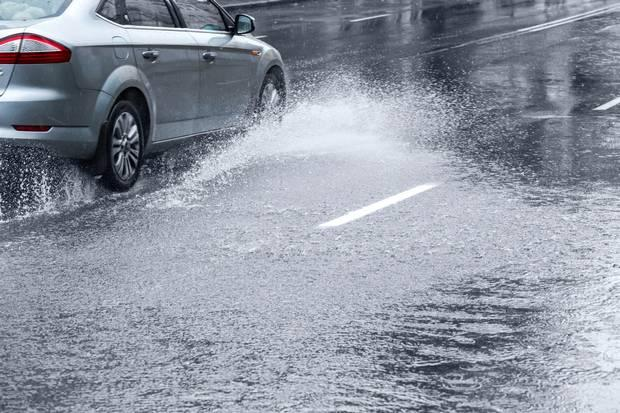 Drivers cold be fined £5,000 for purposely splashing pedestrians