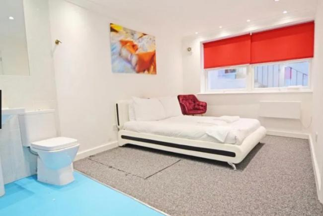 It S Disgusting 1k A Month Flat With Toilet Next To The Bed The Argus