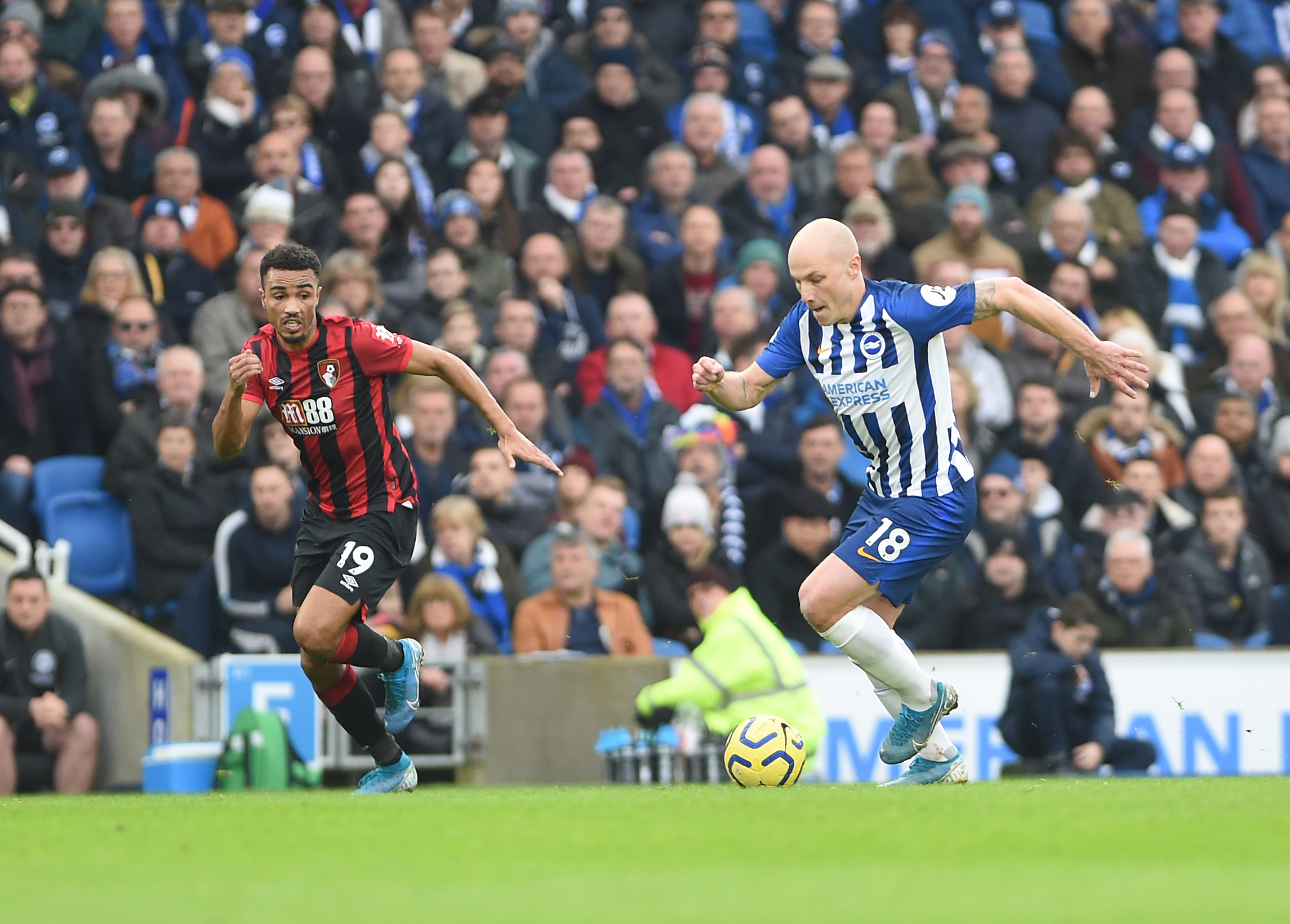 Albion complete permanent deal for Aaron Mooy
