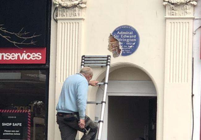 A plaque to slave-owning Admiral has been taken down @timclapham