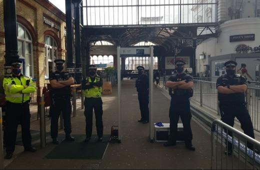 Sussex Police are clamping down on people carrying knives, setting up a metal detector at Brighton station