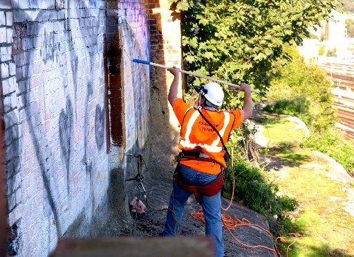 To report any incident of graffiti in Brighton and Hove call 01273 292929