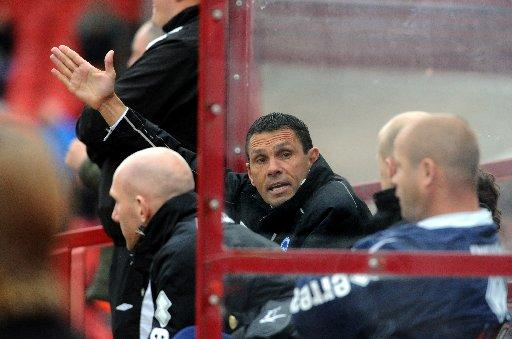 Gus Poyet wants five players