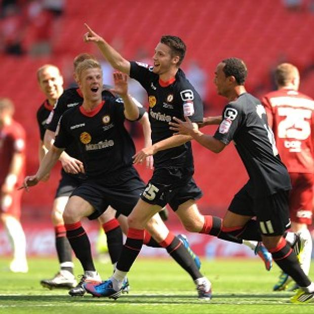 Nick Powell (centre)