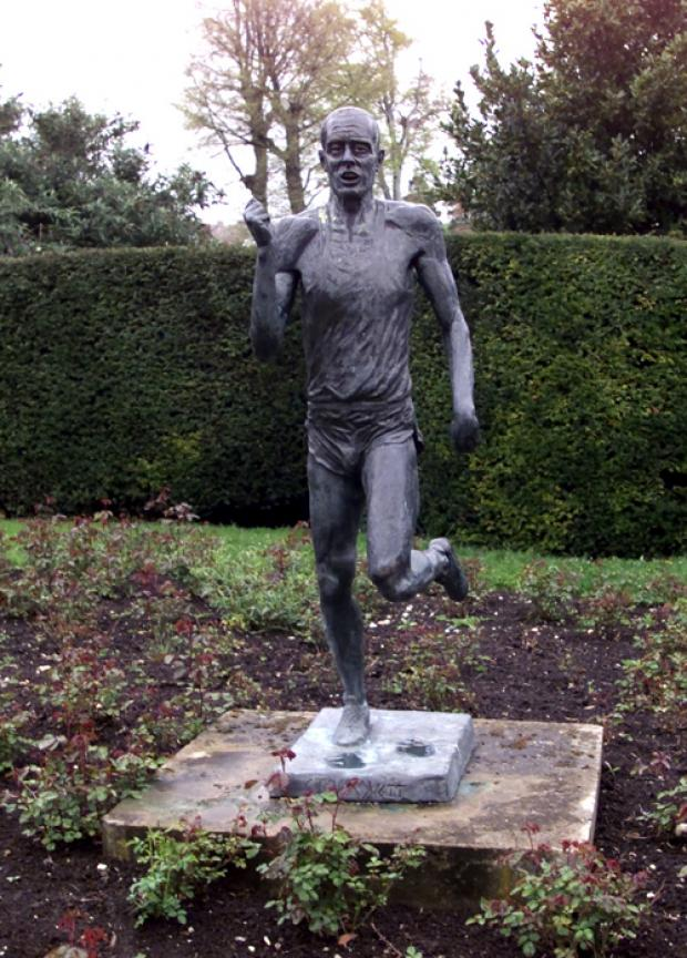REPLACED: The original Ovett statue