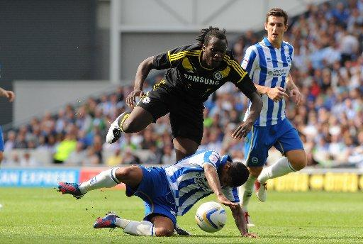 Liam Bridcutt tackles Lukaku