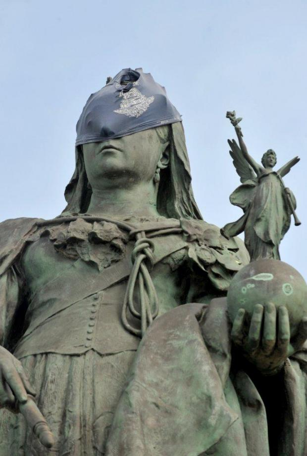 Hove statue prank is undie investigation