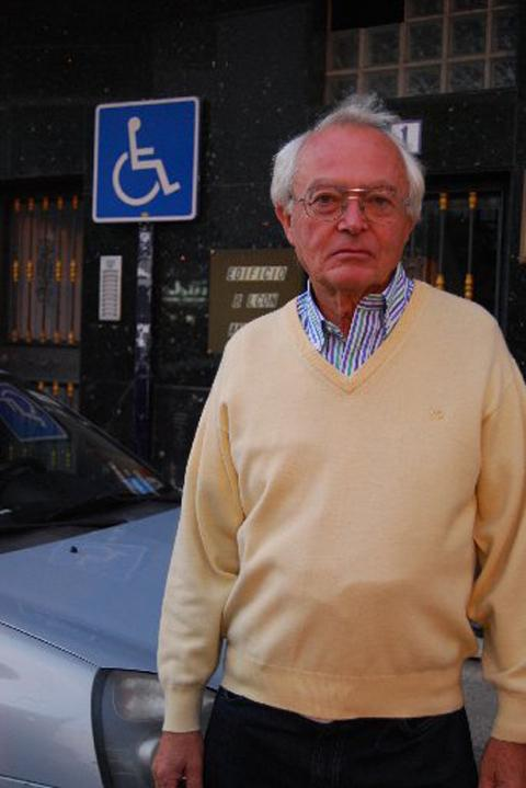 Gerald Crest, whose car was towed away because Spanish police did not recognise his blue bad