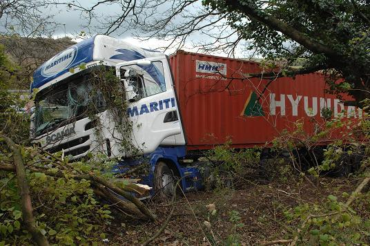 Traffic builds up on A23 following lorry crash at Pyecombe