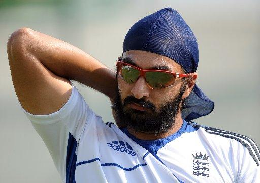 Panesar in the wickets as England edge day one