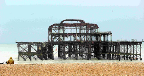 Section of West Pier collapses into the sea