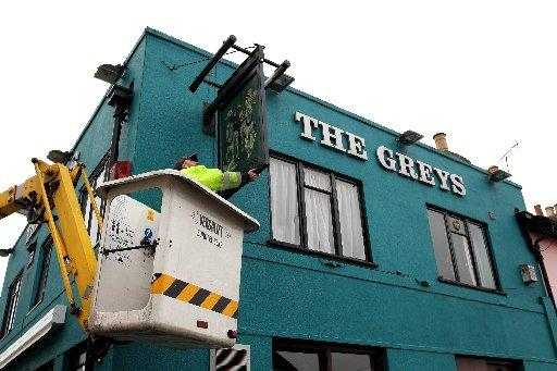 A new sign goes up at popular Brighton pub The Greys