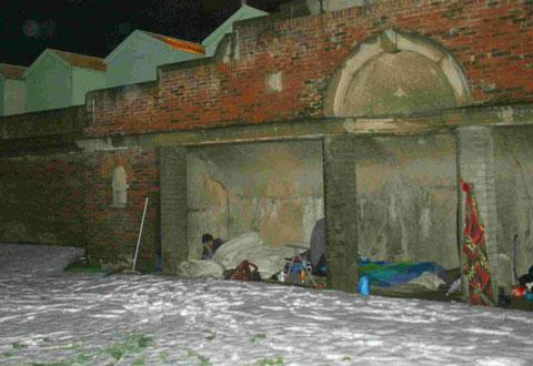 Lee Williams pictured sleeping rough in the Hove pitch and putt arches – picture by Tony Kybett