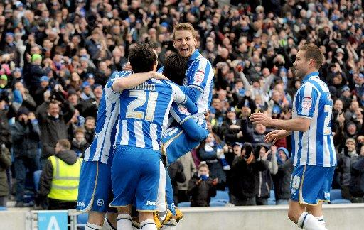 Andrea Orlandi jumps on scorer Leonardo Ulloa