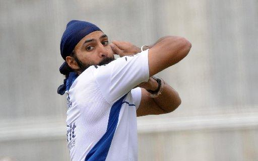 Monty Panesar has been awarded an incremental contract by the ECB