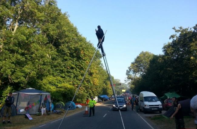 Police take tougher stance on Balcombe protesters after tripod protest closes road