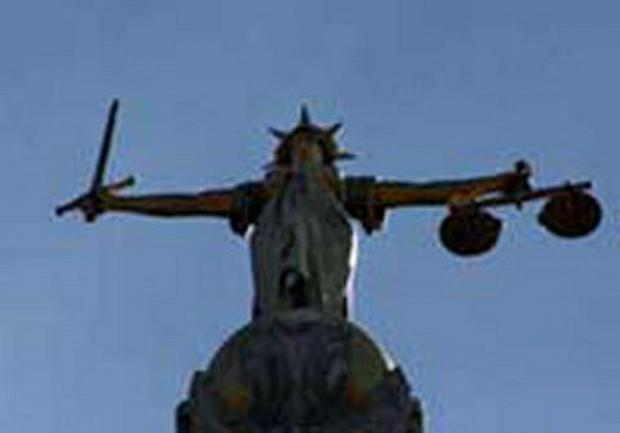 Viagra trial halted after the defendant is hit by a lorry outside of court