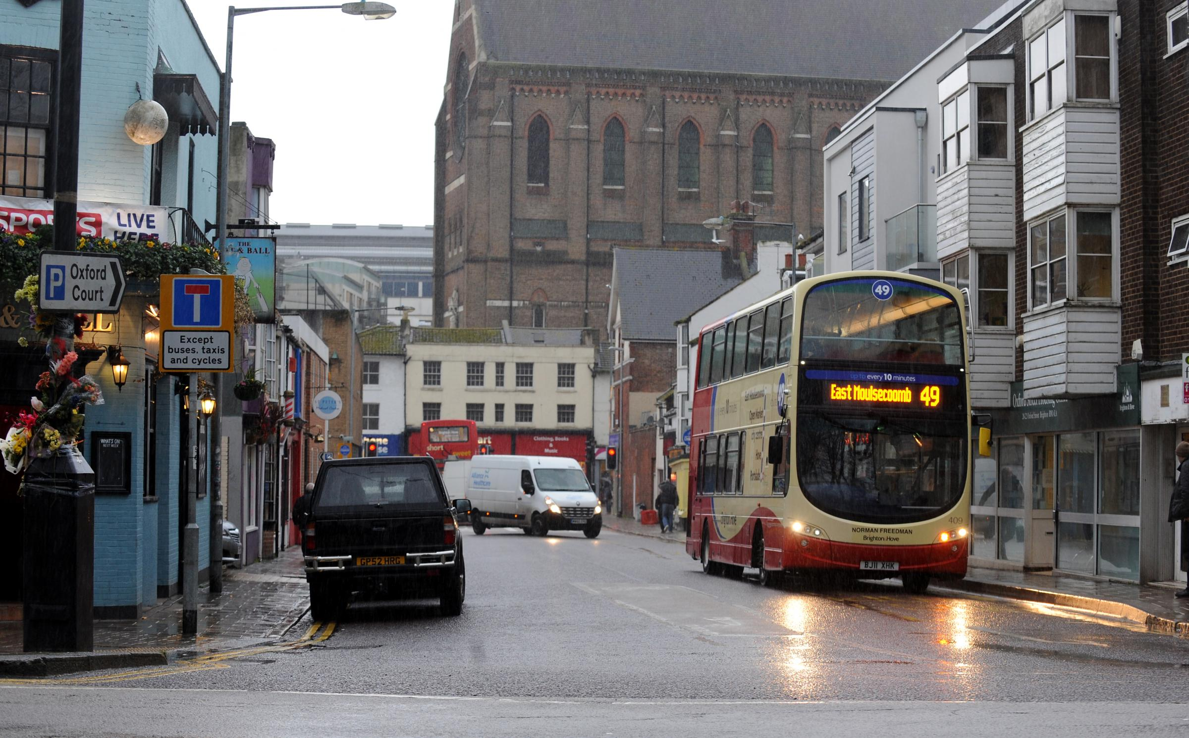 'More than a thousand' drivers fined for using bus lane in Brighton
