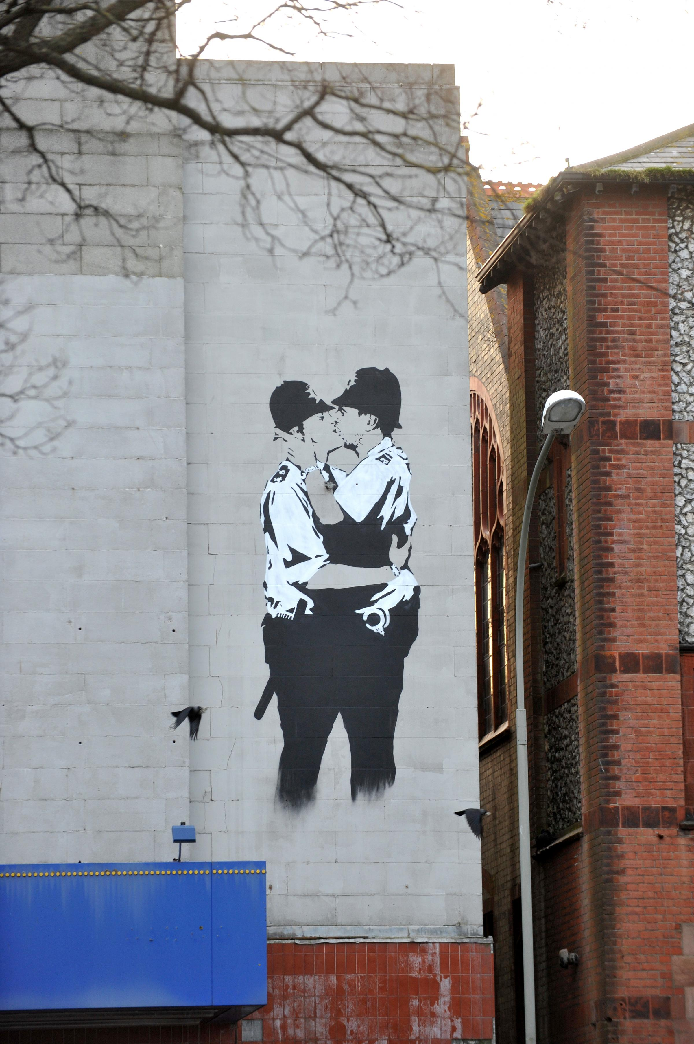 New Kissing Coppers not a Banksy