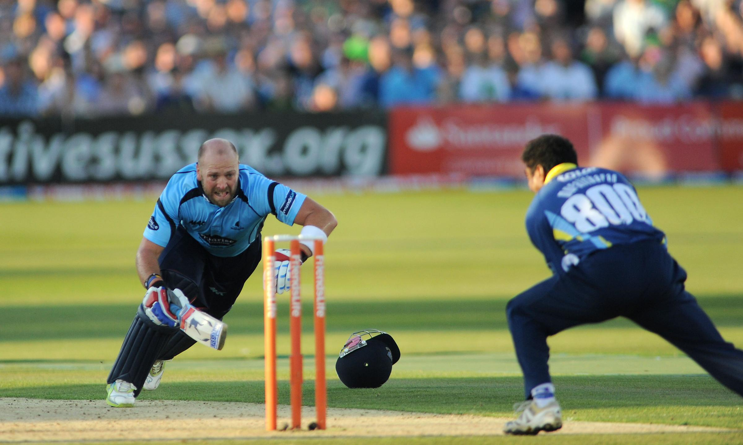 Matt Prior has signed a new two-year deal at Sussex
