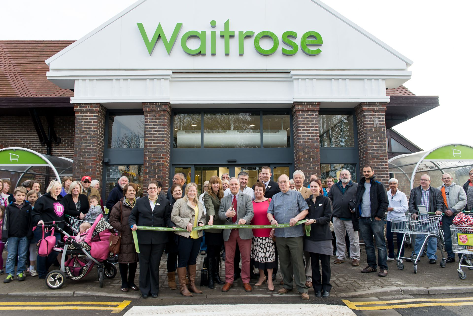 New supermarket opens doors