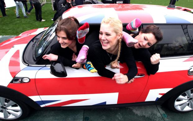 Woman pledges to cram 27 girls into a mini to beat Branson