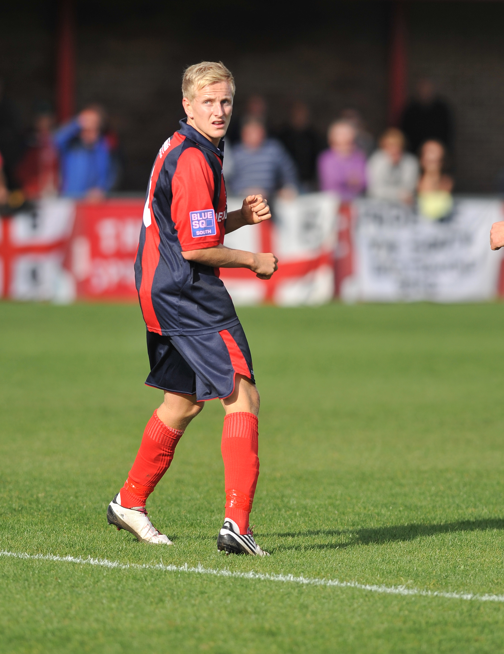 Simon Johnson has signed a new deal at Eastbourne Borough