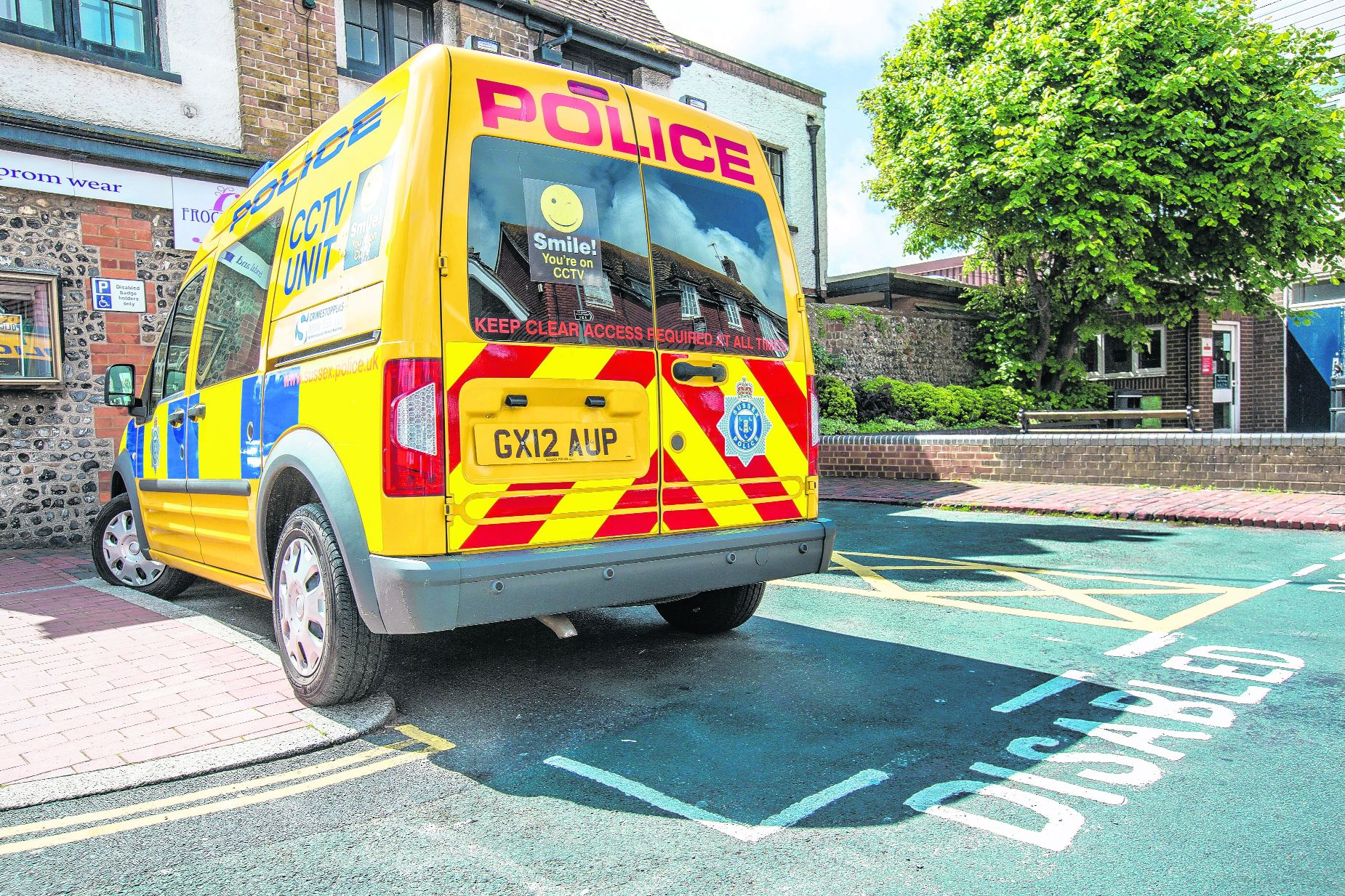Police van parked in disabled bay for 2 days caught on camera