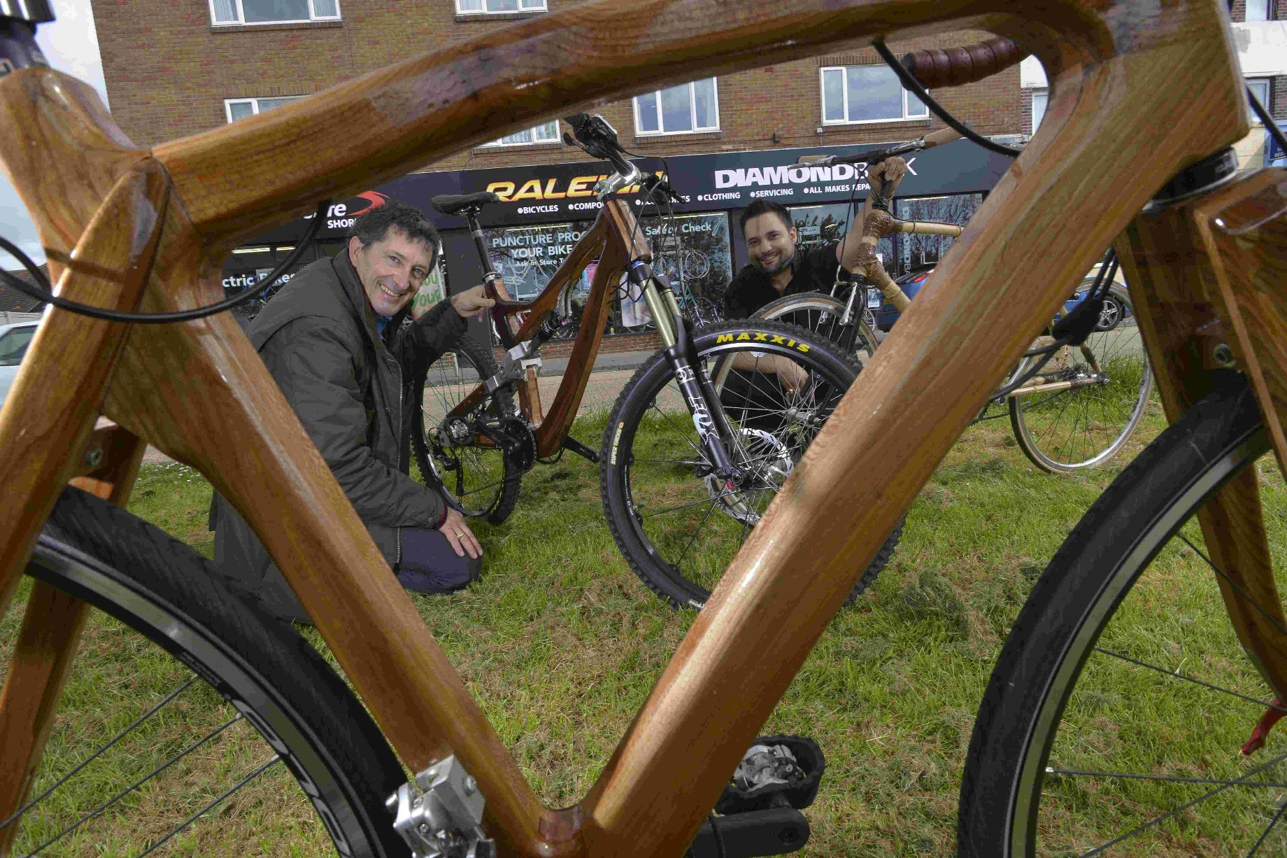 Cycling enthusiasts make road and mountain bikes out of wood and bamboo