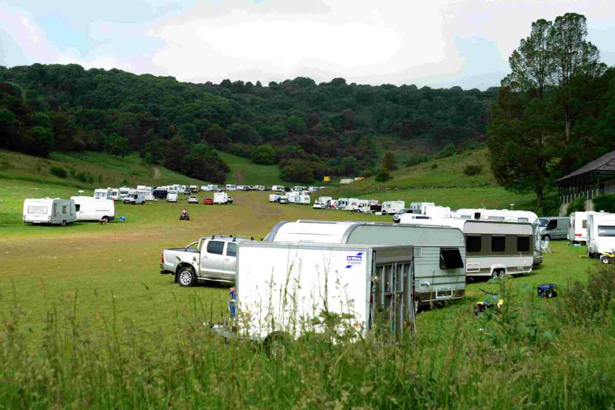 Police break-up huge travellers' site at Wild Park