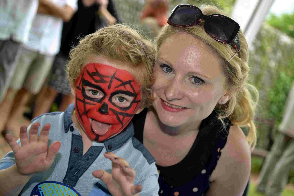 Thousands turn out for fayre