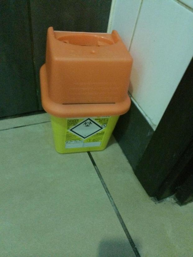 KFC Restaurant in Brighton leaves sharps bin on toilet floor