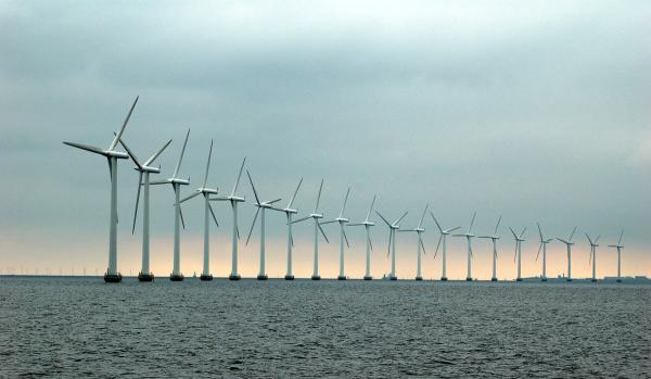 A 175-turbine offshore wind farm is to be built off the Sussex coast