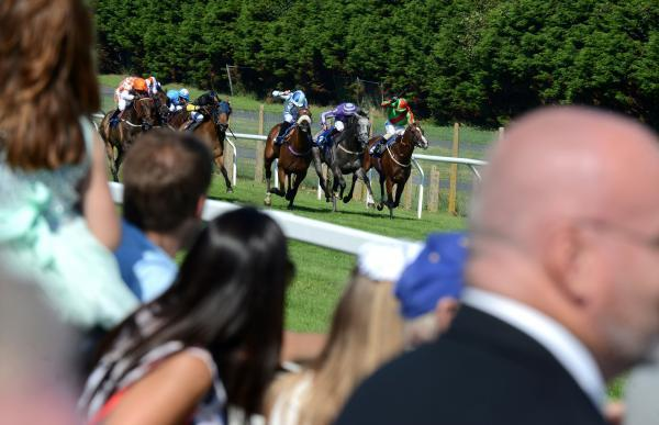 Packed crowds watch Barwick storm home in the big race