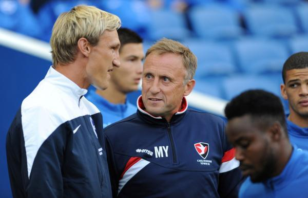 Sami Hyypia talks to Cheltenham boss Mark Yates before the game