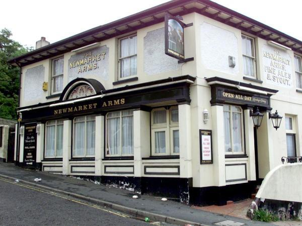 Flats and a house are planned for site of former pub