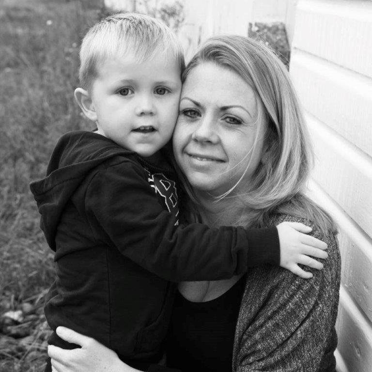 Mum's heroic skydive for charity helping her son