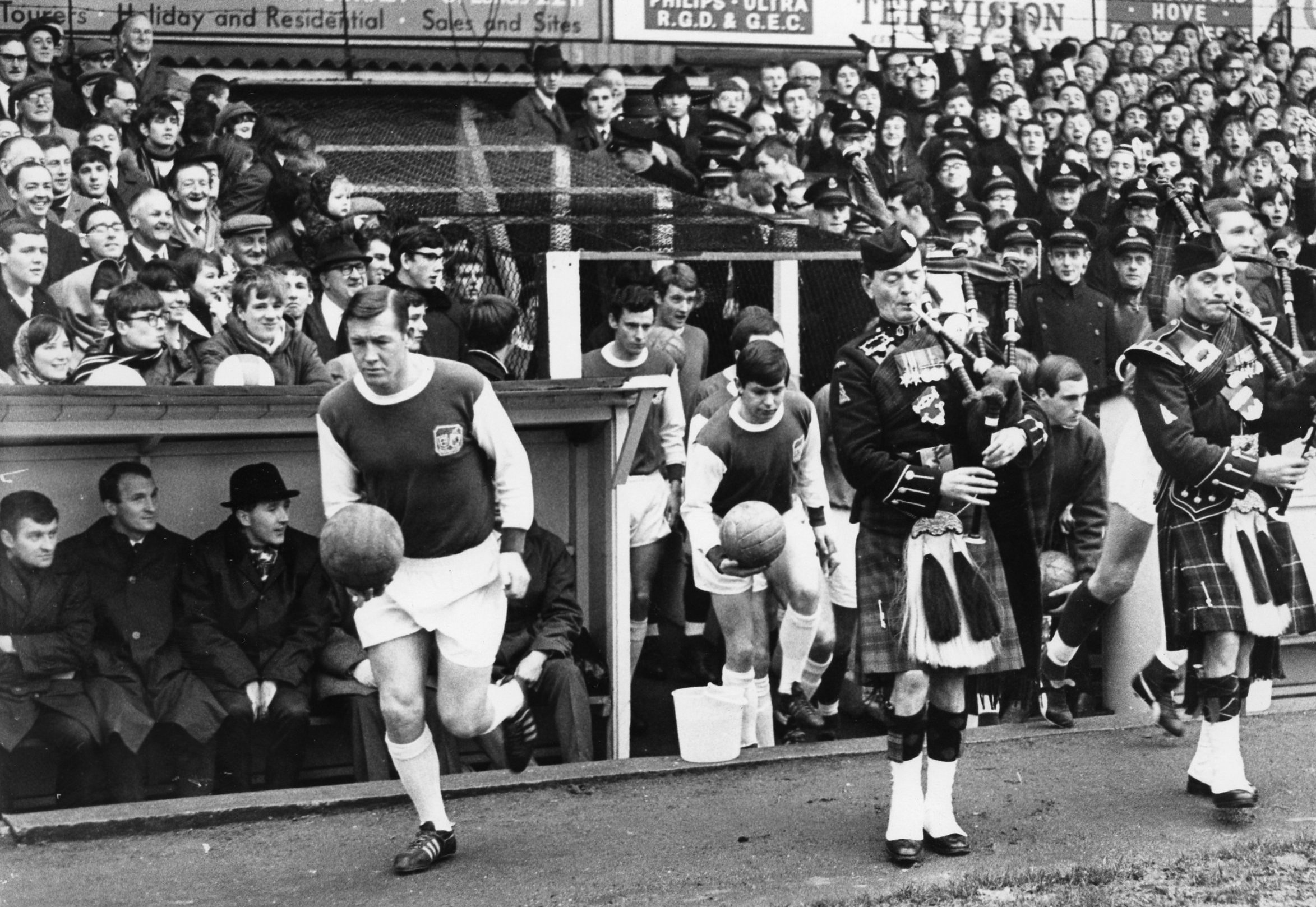 Here they come - Albion and QPR take to the field 50 years ago today for a 2-2 draw. For key, see the bottom of the story