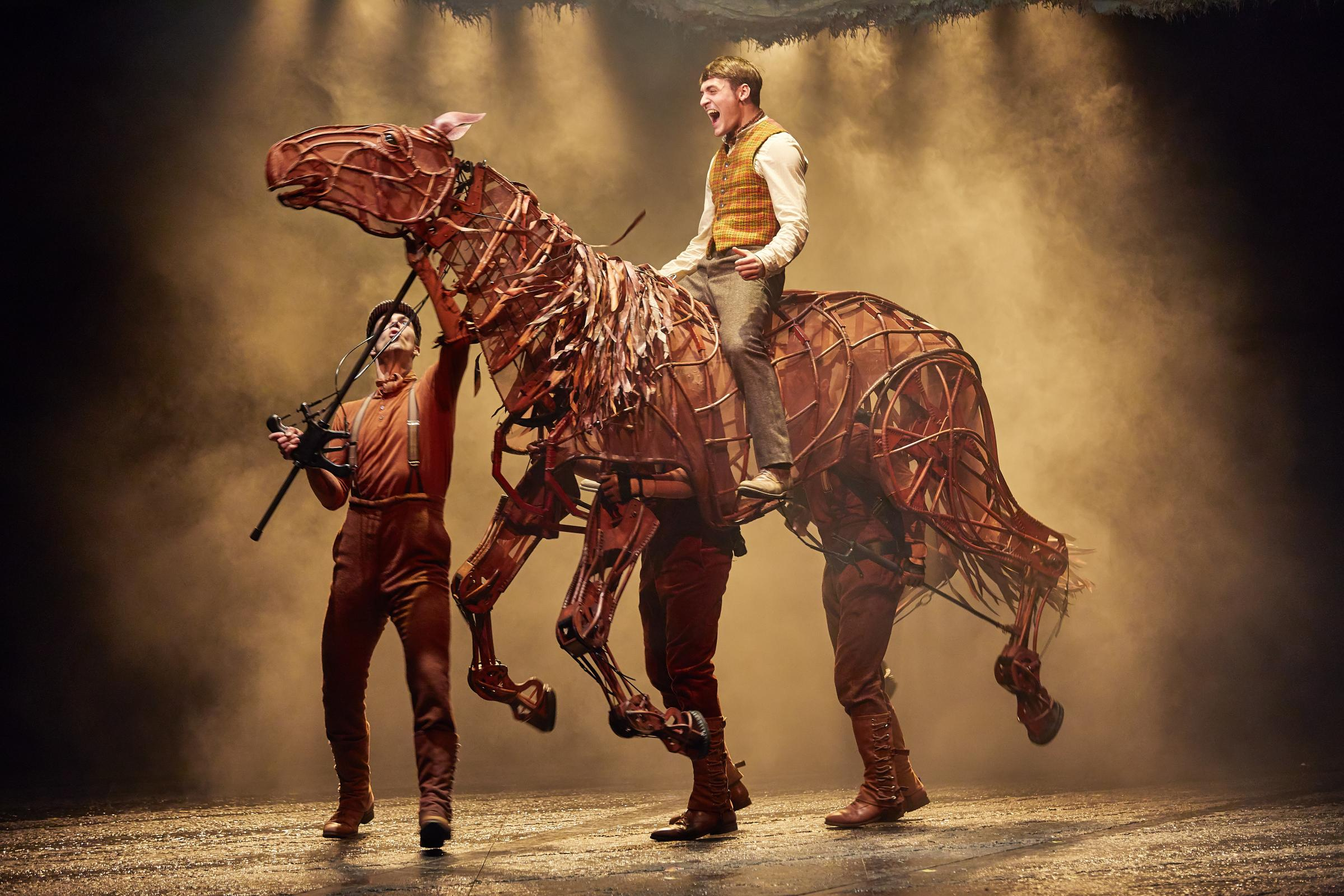 Thomas Dennis atop puppet Joey in War Horse