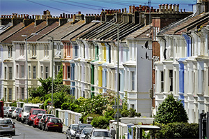 Average price tag on a home reaches record high of £308,075