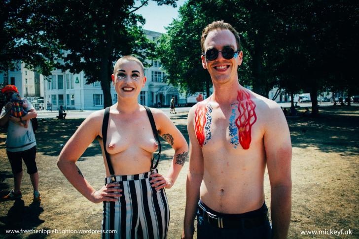 brustwarzenbilder-oben-ohne-frei-nackte-maedchen-die-sex-in-der-badewanne-haben