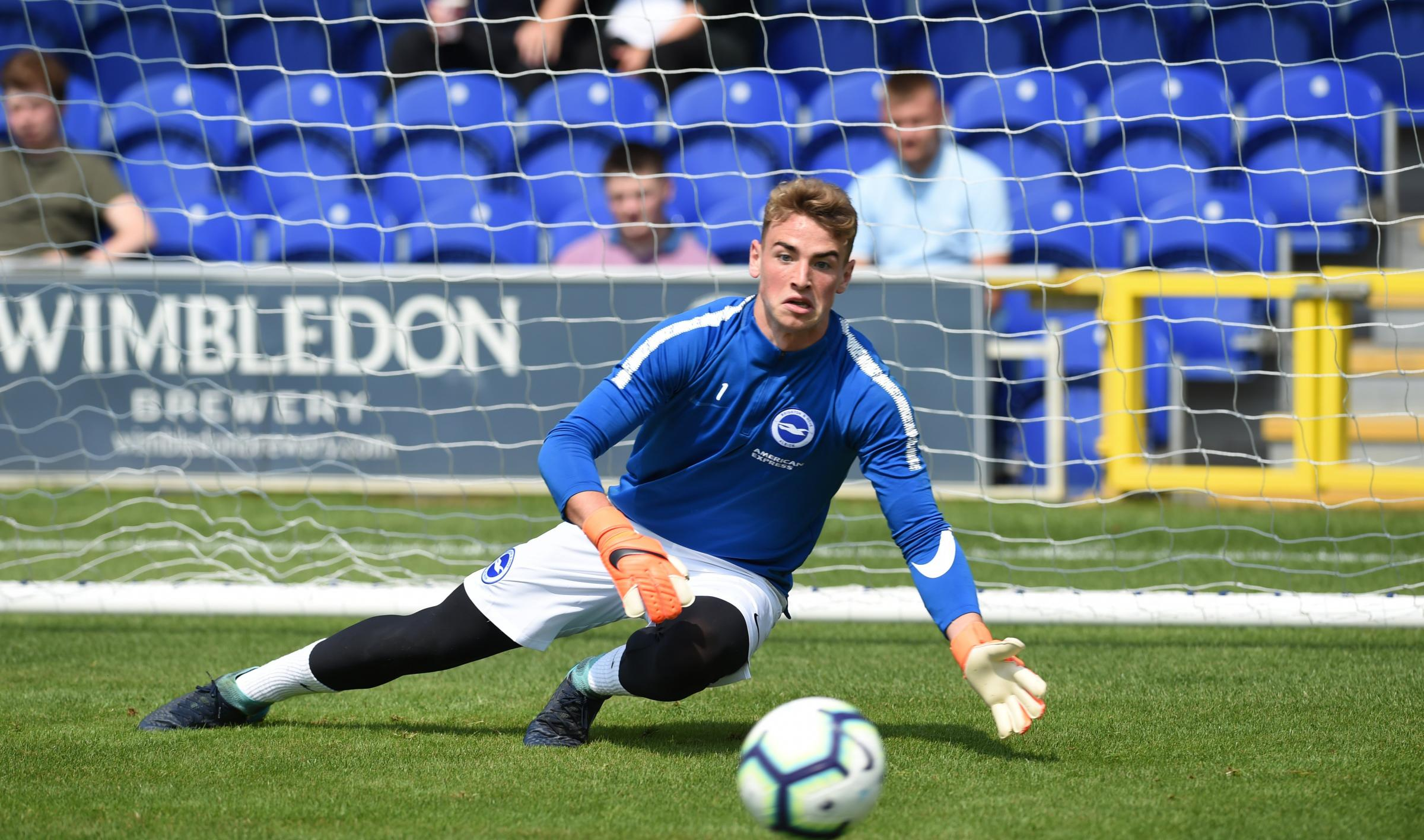 Tom McGill joins Crawley Town on loan